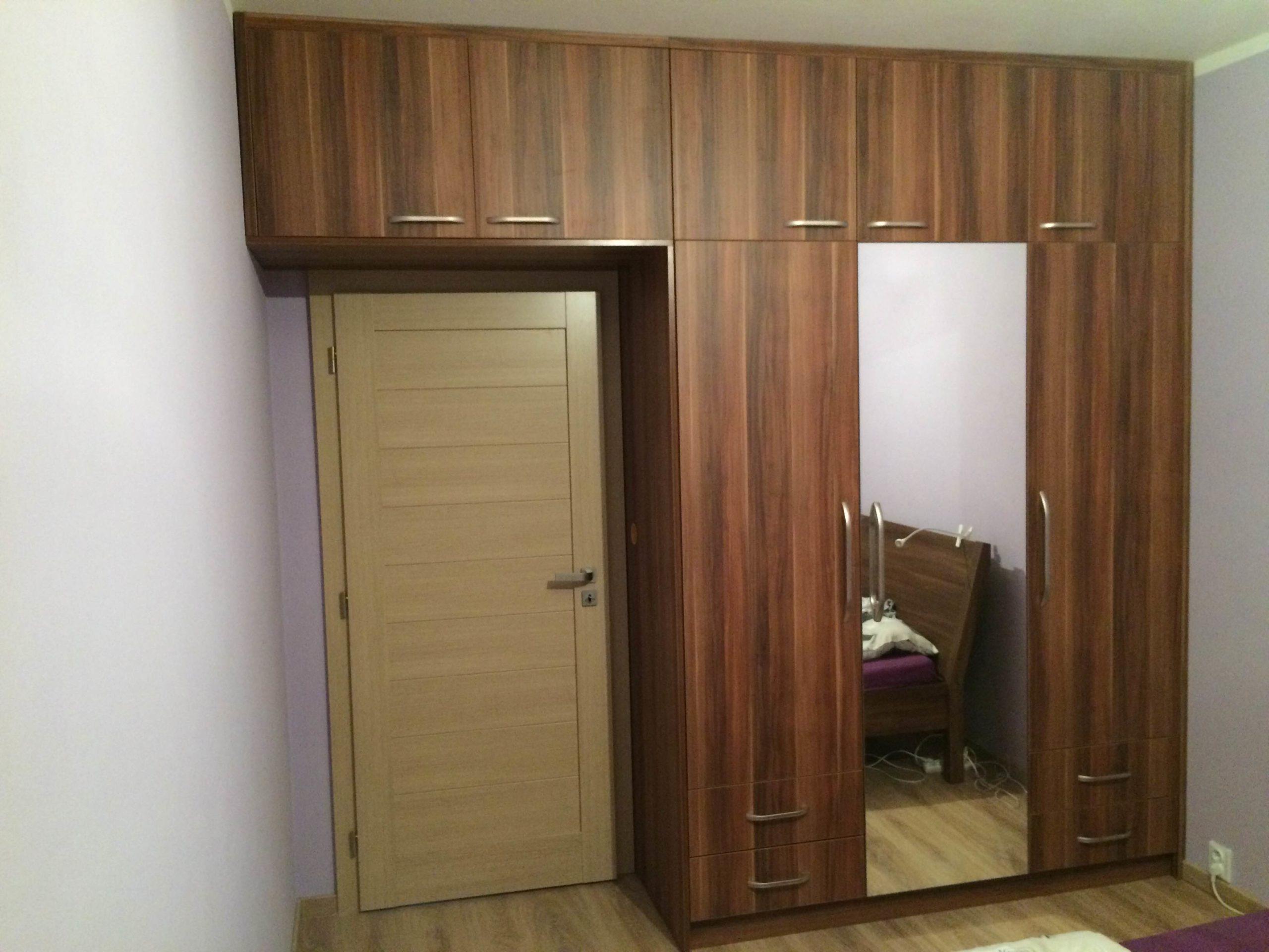 Vestavěná skříň lamino