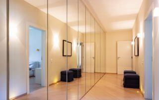 Vestavěná skříň - zrcadlo