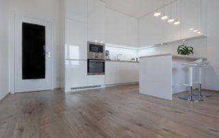 Kuchyně vysoký bílí lesk